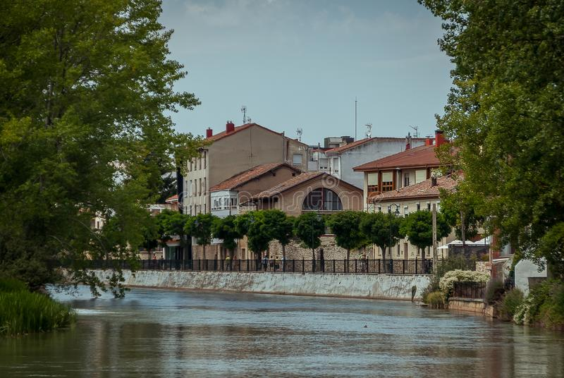 河Pisuerga和阿吉拉尔德坎波奥 帕伦西亚 库存照片