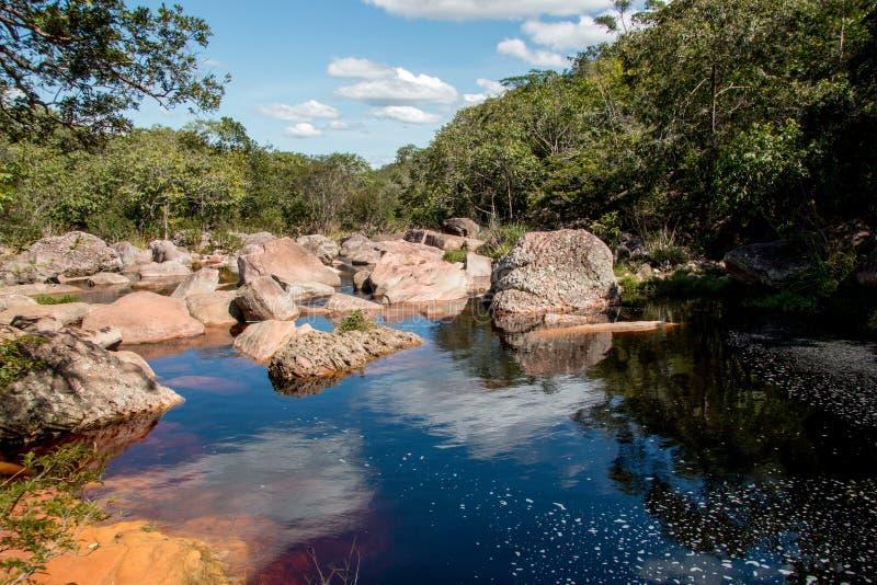 河Ribeiro的Beauitful美丽如画的视图在市Lencois附近做Meio巴伊亚巴西 免版税图库摄影