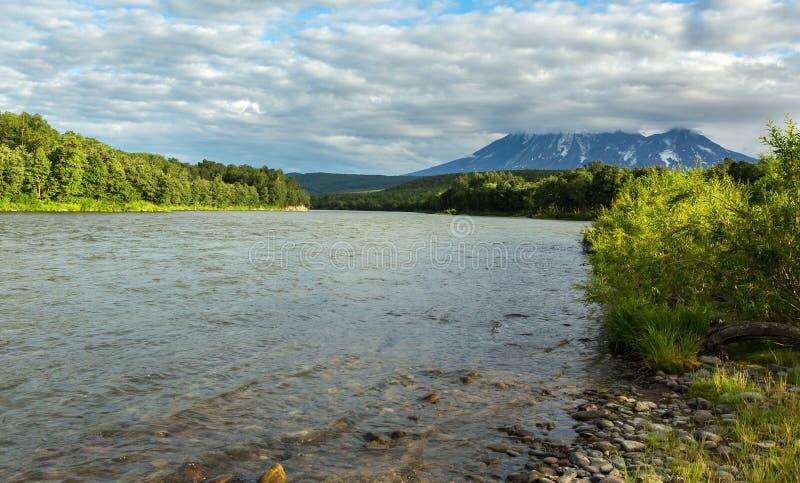 河Zhupanova 克罗诺基火山在堪察加半岛的自然保护 库存照片