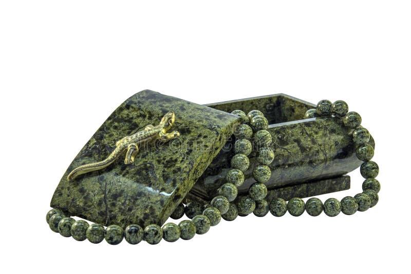 绿沸铜小箱和绿沸铜小珠 库存图片