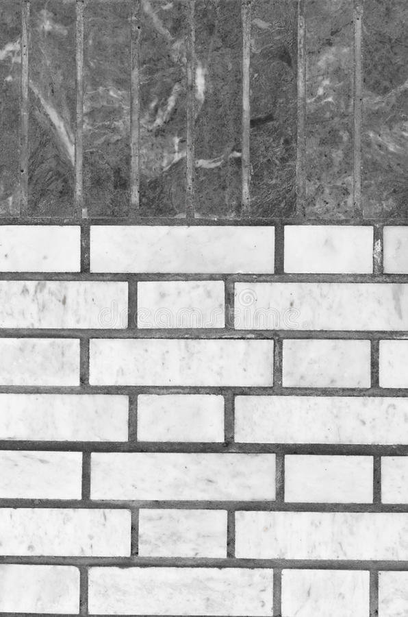 绿沸铜绿色墙壁和灰色背景的 免版税库存照片