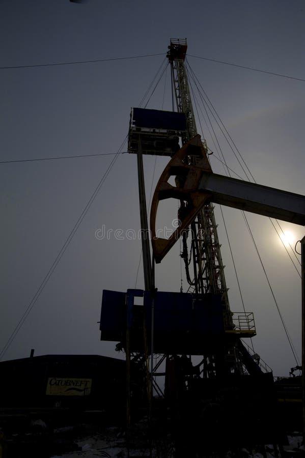 油井操练的特别设备在油田 免版税库存照片