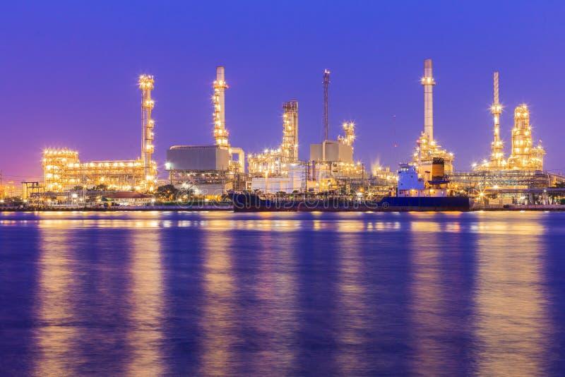 油化学制品和石油 免版税库存照片