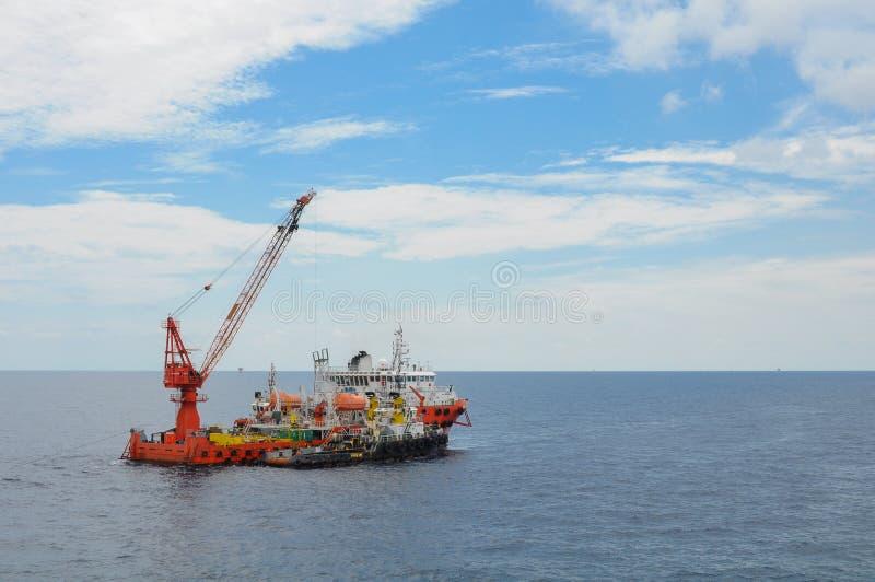 油和煤气平台在海湾或海 免版税图库摄影