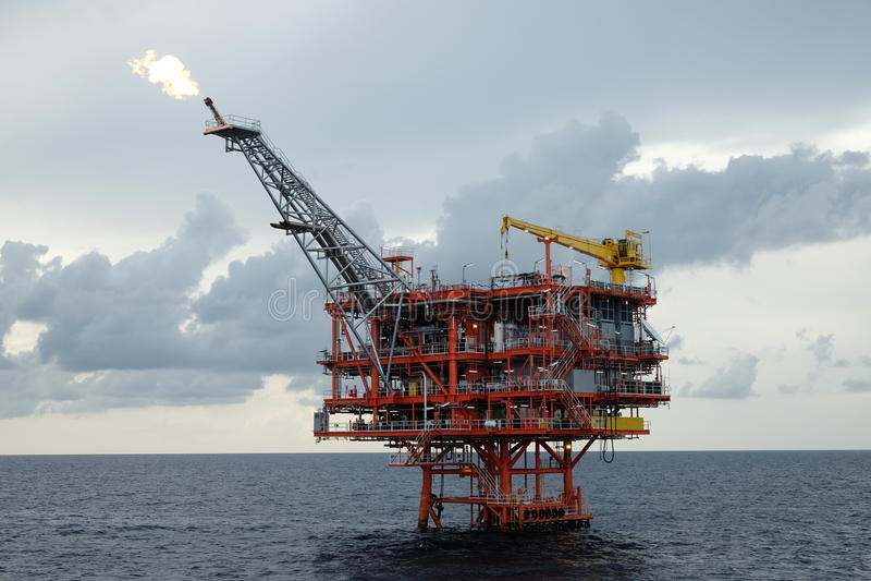 油和煤气平台在海湾或海 图库摄影