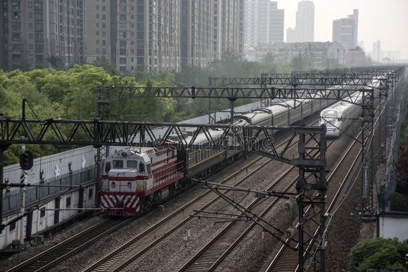 柴油和电旅客列车,上海 库存照片