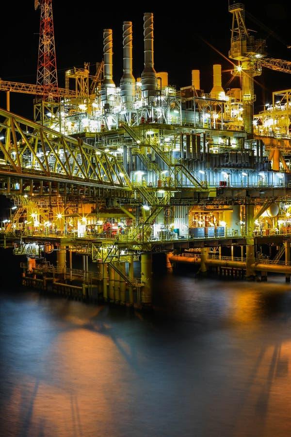 油和船具在夜 库存图片
