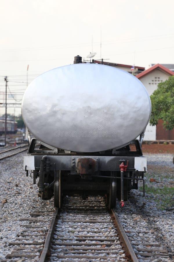 油在火车站的容器逗留 免版税库存照片