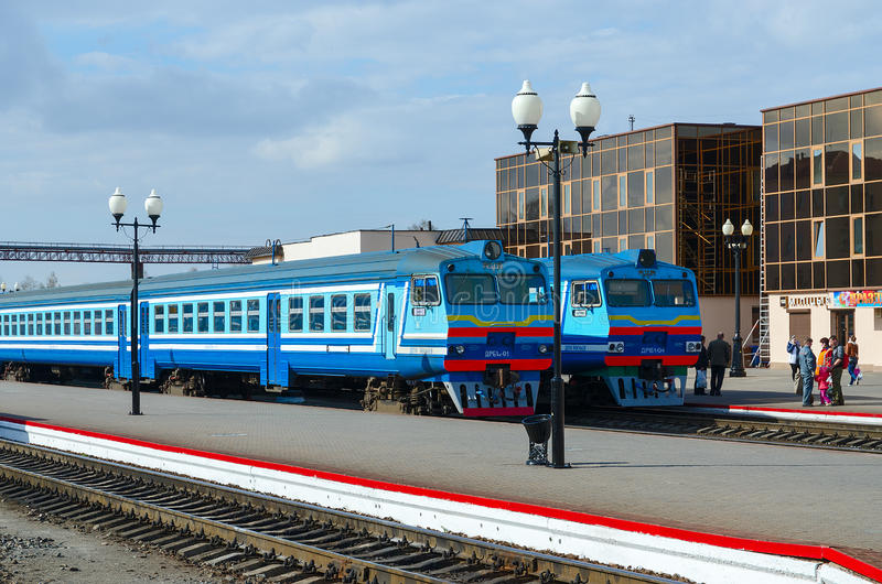 柴油在火车站,莫吉廖夫,白俄罗斯方式训练  免版税图库摄影