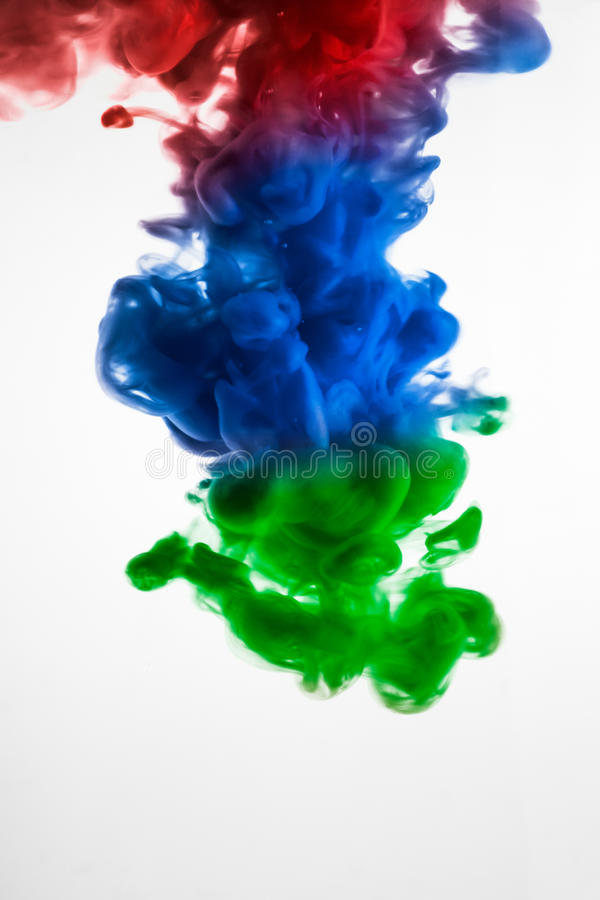 油漆在水,绿色,黄色墨水,红色中,蓝色 库存图片