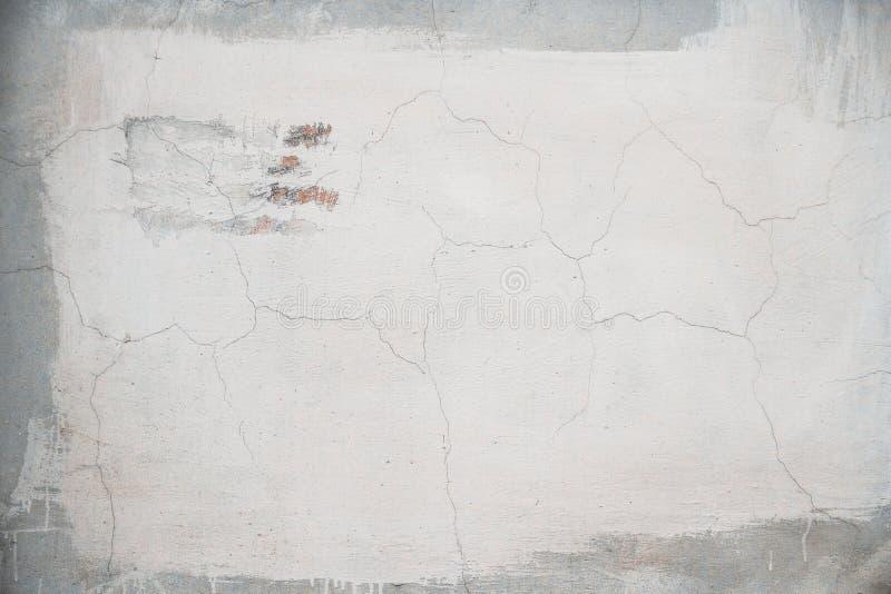 油漆抚摸一老破旧的墙壁whith的背景纹理 免版税库存照片
