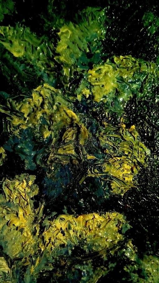 油漆污迹特写镜头帆布的表面上的 绿色,黄色,淡黄色的斑点 图库摄影