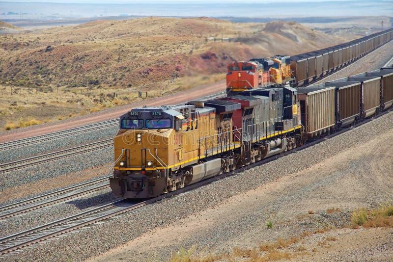 柴油火车运输煤炭 库存照片