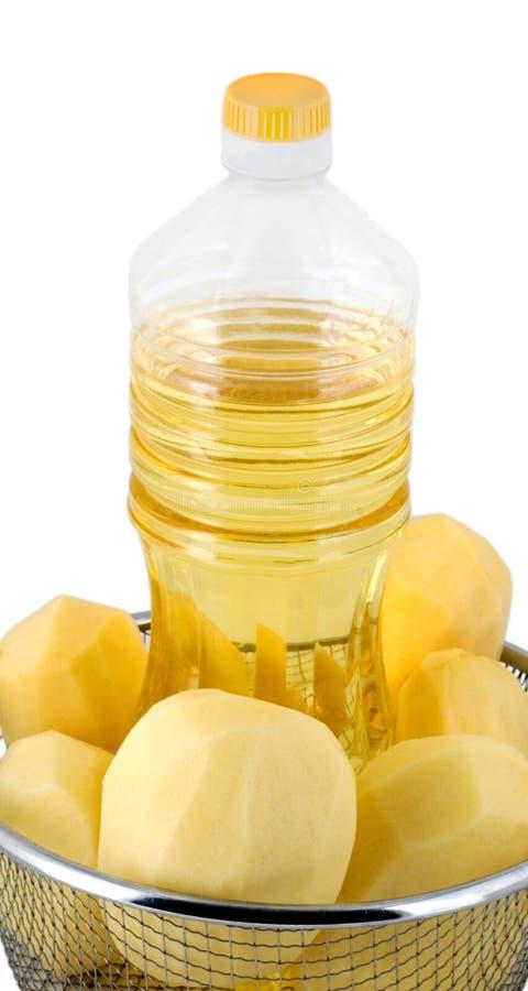 油炸在油的薯条或薯片 库存照片