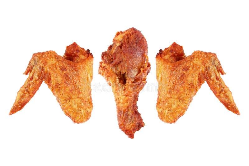 油炸在白色和大腿隔绝的鸡翼 免版税库存图片