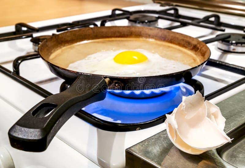 油煎在火炉的一个平底锅油煎 库存照片