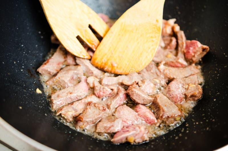 油煎在麻油的牛肉肉 库存照片