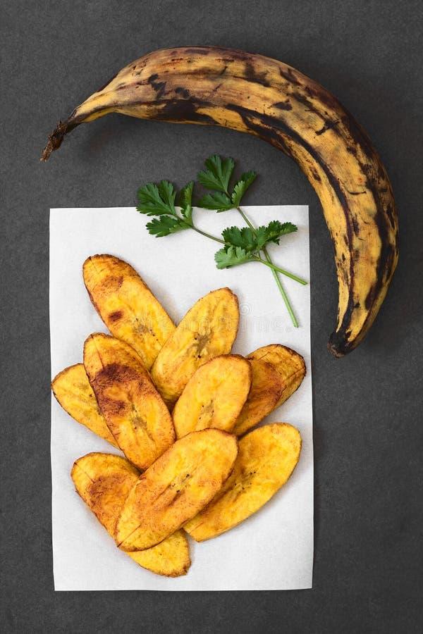 油煎的切片成熟大蕉 库存照片