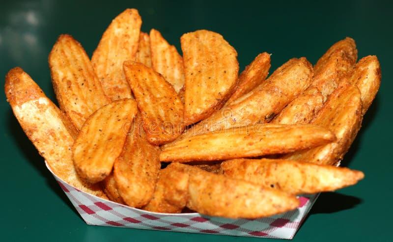 油煎的土豆楔子 免版税库存照片