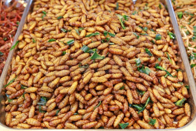 油煎的昆虫,泰国著名街道食物 免版税库存照片