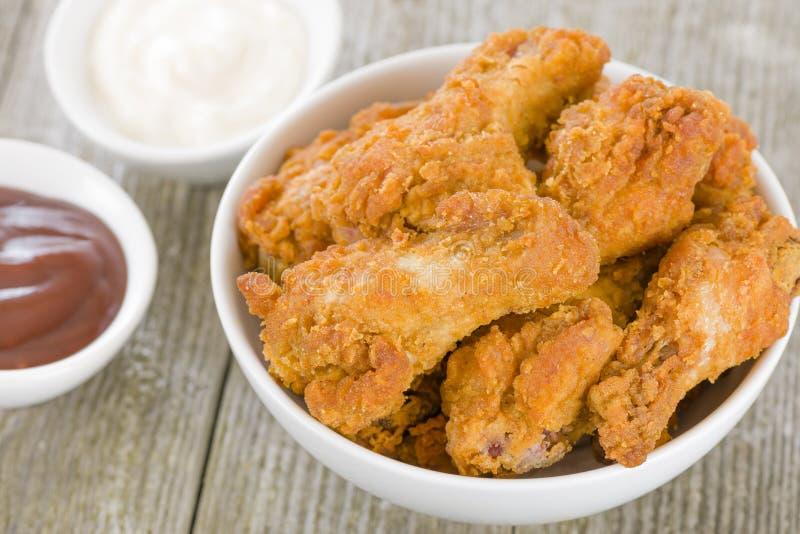油煎的热的鸡翼 免版税库存照片