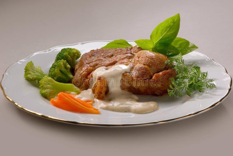 油煎的猪肉用硬花甘蓝调味汁 免版税图库摄影