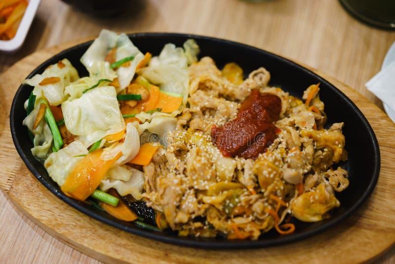 油煎的猪肉用辣韩国调味汁 免版税库存照片