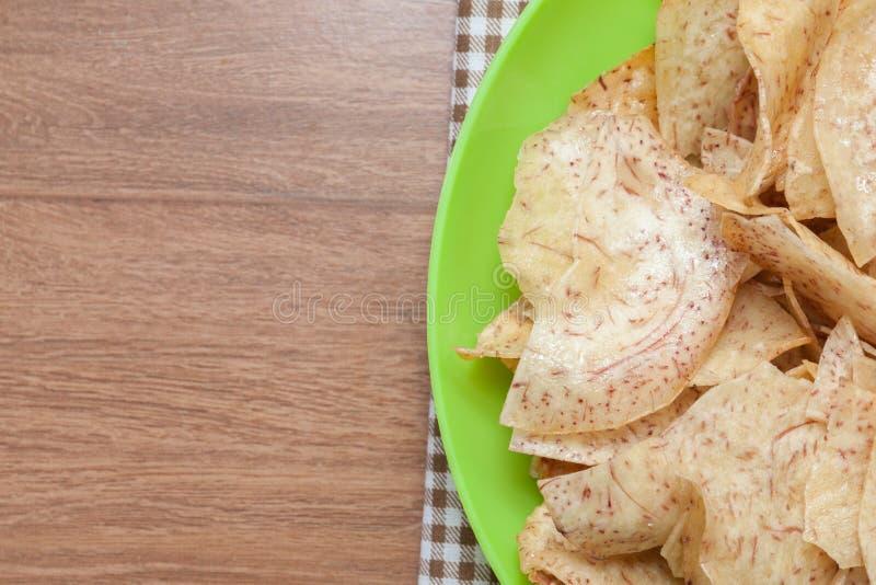 油煎的甜芋头油炸马铃薯片,泰国快餐 库存照片