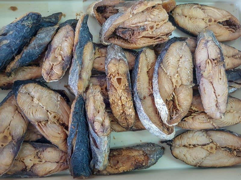 油煎的盐味的被察觉的鲭鱼 各式各样的咸鱼是泰国食物 免版税库存图片