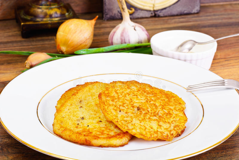 油煎的薄煎饼土豆 白俄罗斯语和德国烹调 库存图片