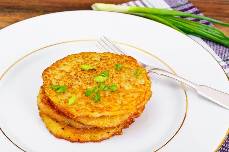 油煎的薄煎饼土豆 白俄罗斯语和德国烹调 免版税库存照片