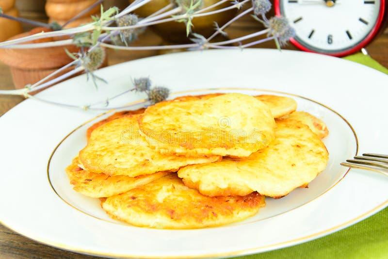 Download 油煎的薄煎饼土豆 白俄罗斯语和德语 库存照片. 图片 包括有 设备, 奶油, 庆祝, 德语, 图象, 颜色 - 62530038