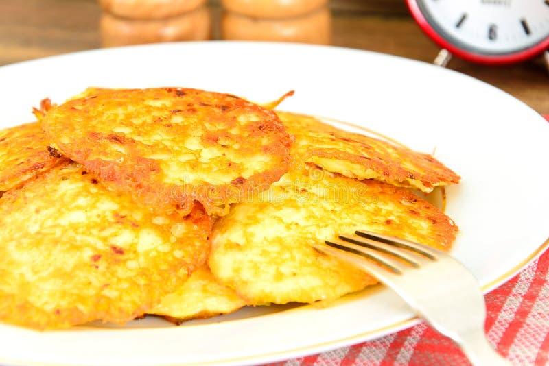 Download 油煎的薄煎饼土豆 白俄罗斯语和德语 库存照片. 图片 包括有 特写镜头, 设备, 颜色, 无用数据, 宏指令 - 62530082