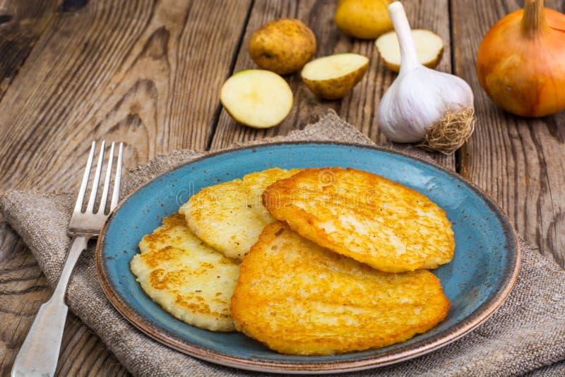 油煎的薄煎饼土豆 库存照片