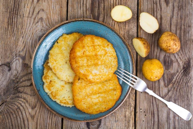 油煎的薄煎饼土豆 库存图片