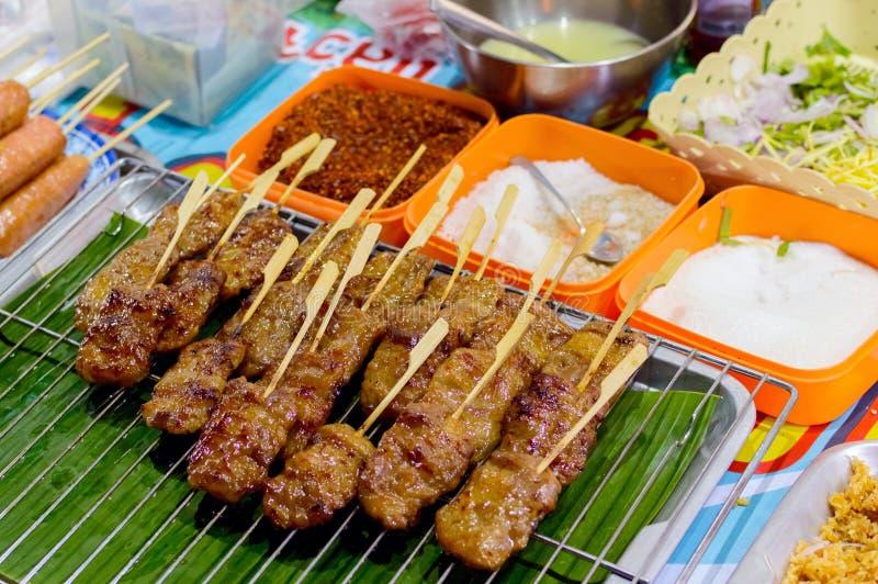 油煎的食物用棍子,泰国样式食物,泰国街道食物,曼谷 库存图片