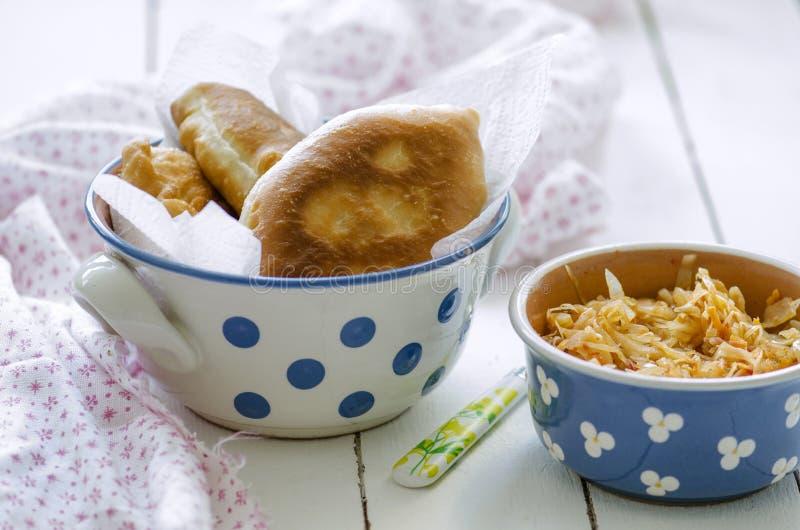 油煎的饼用圆白菜 库存图片
