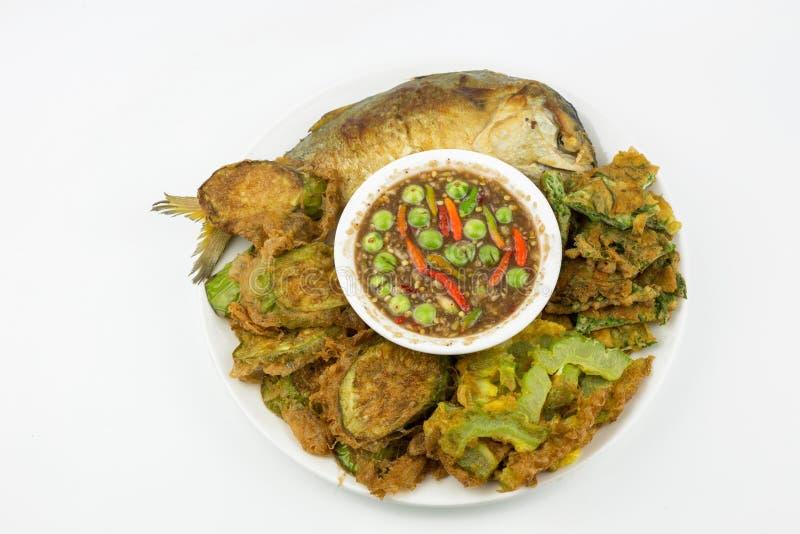 油煎的鲭鱼用虾酱调味汁隔绝了 免版税库存照片