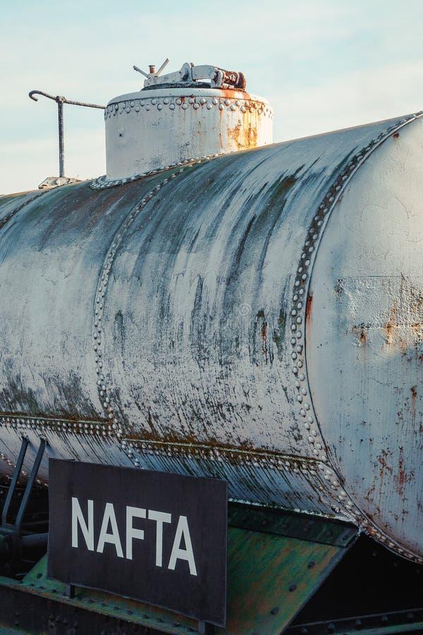 Download 油的铁路坦克 库存图片. 图片 包括有 支架, 发运, 培训, 商业, 运输, 罐车, 金属, 纬向条花 - 62539279