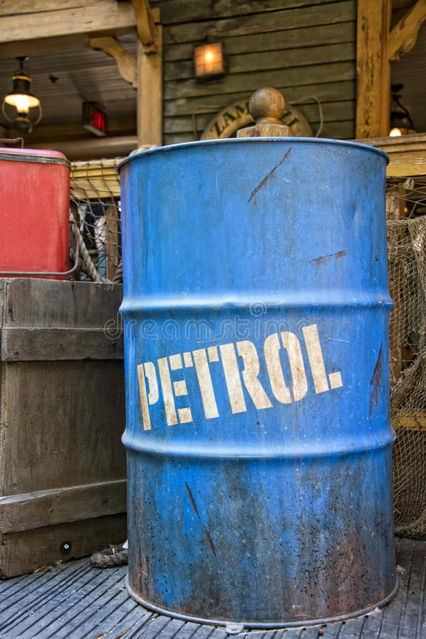 化石燃料包括_油石油桶鼓 库存照片. 图片 包括有 危机, 矿物, 加拿大, 油滑 ...