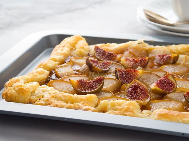 油酥点心饼用梨和无花果 库存图片