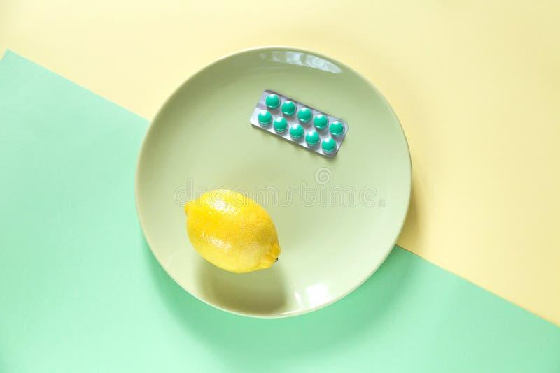 治疗的混合在两种颜色的背景的 免版税库存照片