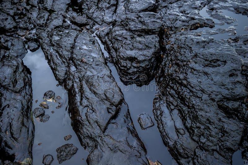 沾染海的油泥在漏油灾害期间在阁沙梅岛海岛,罗勇,泰国 免版税库存图片