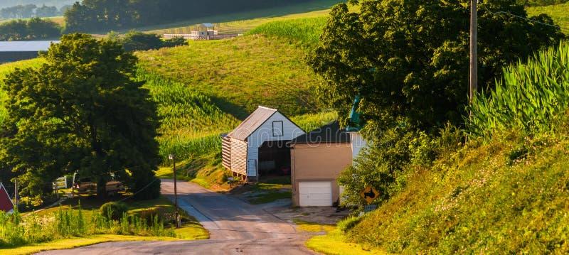 沿一条乡下公路的农舍在农村约克县, PA 免版税库存照片