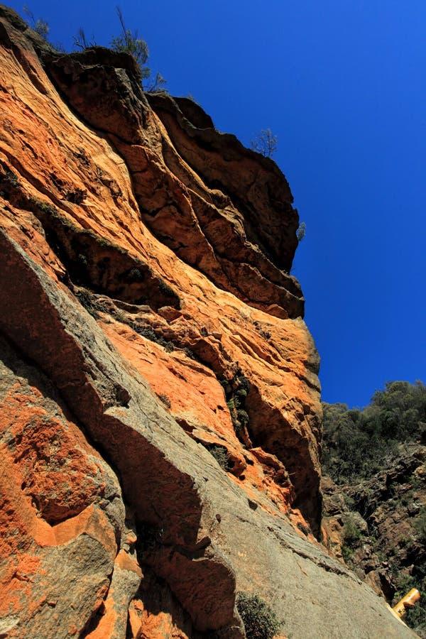 沿全国通行证-澳大利亚的使人产生敬畏心的红色峭壁 免版税库存照片
