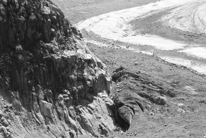 沿冰路的岩石向梅尔de Glace,法国 图库摄影