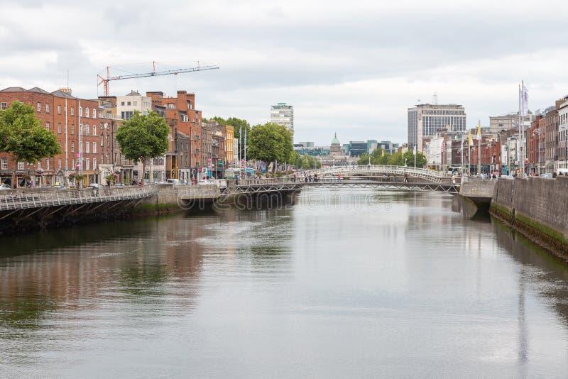 沿利菲河的看法在都伯林市,爱尔兰都伯林市,爱尔兰 库存照片