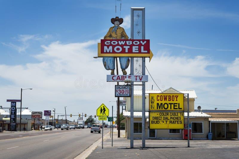 沿历史的路线66的老牛仔汽车旅馆在阿马里洛,得克萨斯,美国 免版税图库摄影