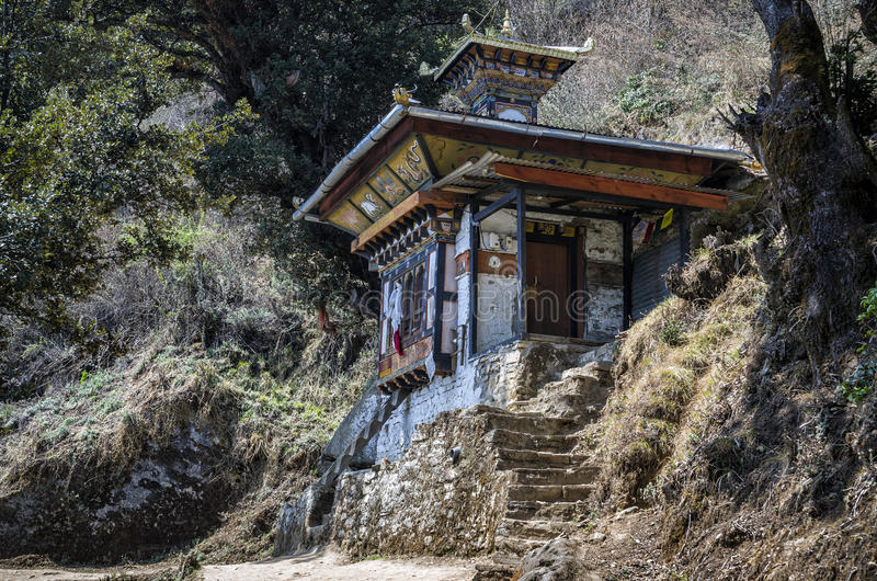 沿小径的寺庙对老虎巢, Paro,不丹 库存照片