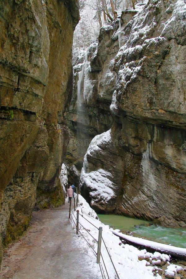沿峡谷的底部的步行 免版税库存照片